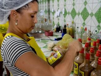 A fábrica dirigida por ela conta com 60 funcionários temporários, por conta da demanda junina.