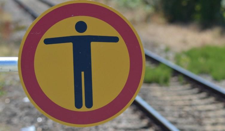 Der Aufenthalt innerhalb der Gleise ist nicht gestattet - § 62 Abs. 2 EBO. (Foto: © Bahnblogstelle)
