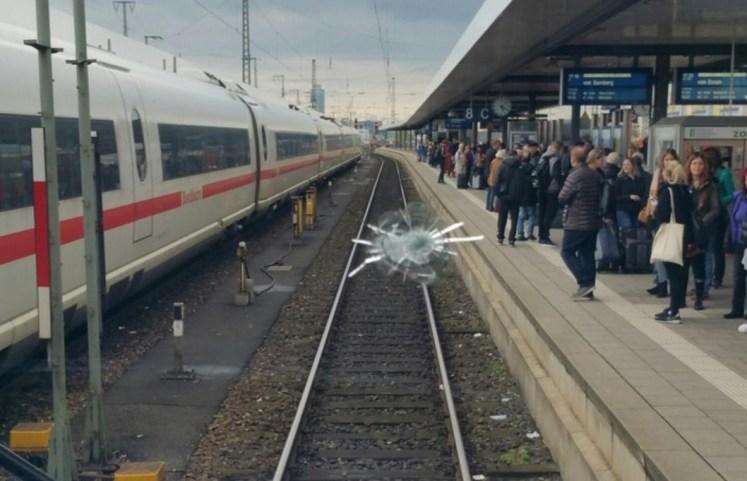 10.000 Euro Sachschaden nach Beschädigung der Frontscheibe. (Foto: © Bundespolizei)