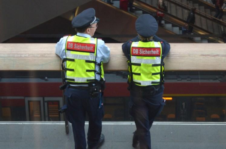 Mitarbeiter der DB Sicherheit haben alles im Blick. (Foto: © Bahnblogstelle)