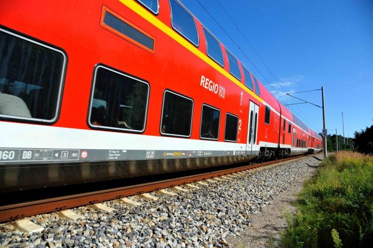Symbolbild: Regionalzug bestehend aus Dosto-Wagen (Foto: © DB AG / Jet-Foto Kranert)