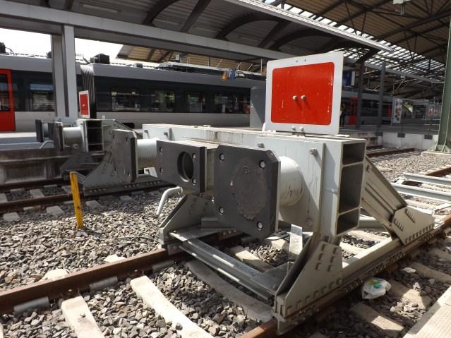 Ein Prellbock im Bahnhof - symbolisch für den Investitionsstau in den Verkehrsträger Schiene. (Foto: © Michael Loeper / pixelio.de)