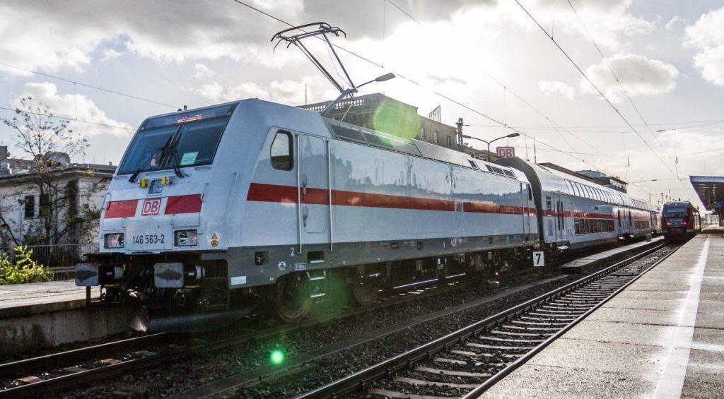 Intercity 2 mit Ellok Baureihe 146. (Foto: © DB AG / Kai Michael Neuhold)