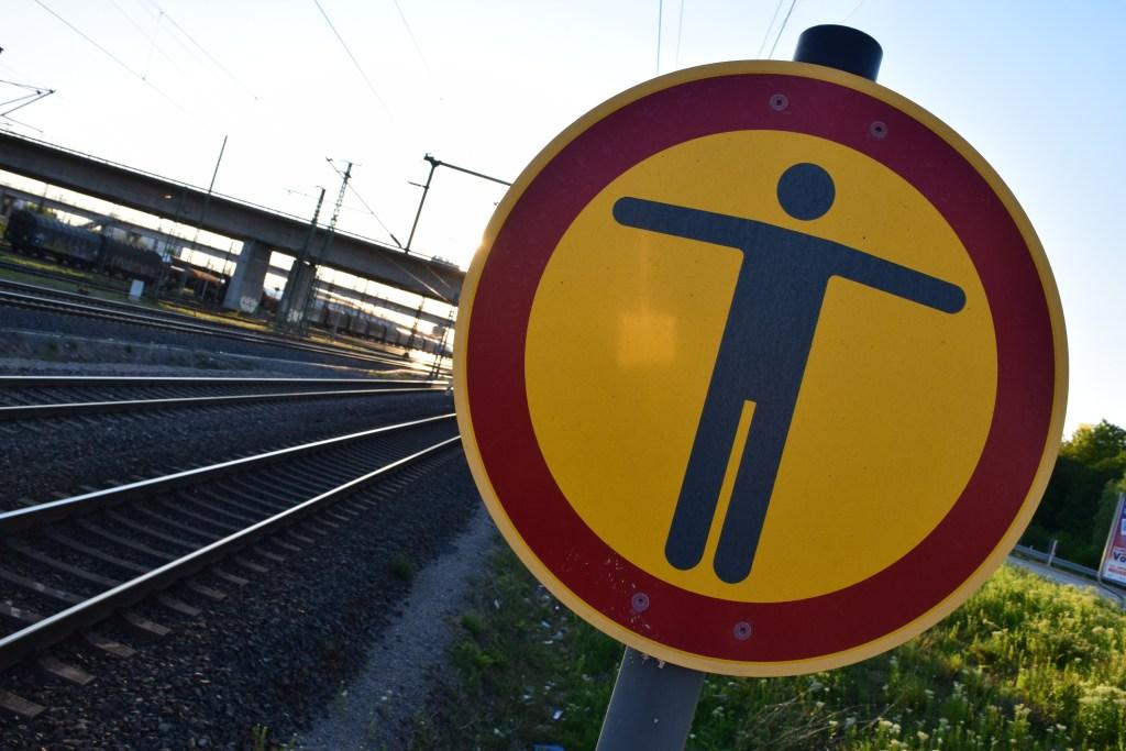 Der Betreten der Gleise ist Unbefugten verboten! (Foto: © Bahnblogstelle)