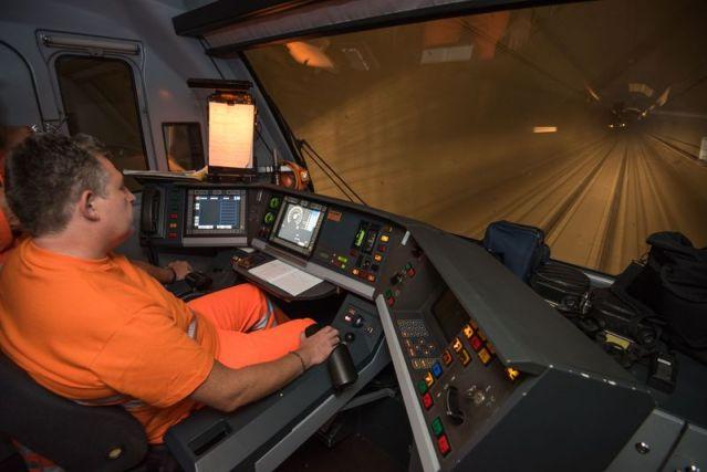 Blick aus dem Führerraum während einer Testfahrt. (Foto: © SBB)