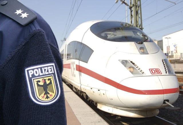 Symbolbild: Polizeieinsatz nach Unfall mit ICE. (Foto: © Bundespolizei)