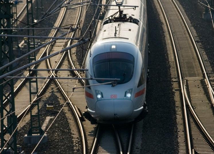 Symbolbild: Ein ICE T, Baureihe 411, unterwegs. (Foto: © DB AG / Günter Jazbec)