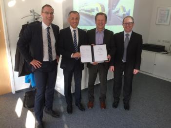 Vertreter von DB Regio und Siemens unterzeichneten am Donnerstag in Freiburg den Vertrag. (Foto: © DB Regio)