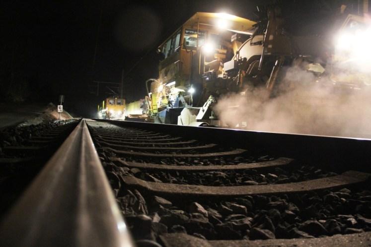 Symbolbild: Nächtliche Bauarbeiten an einer Bahnstrecke. (Foto: © DB AG)