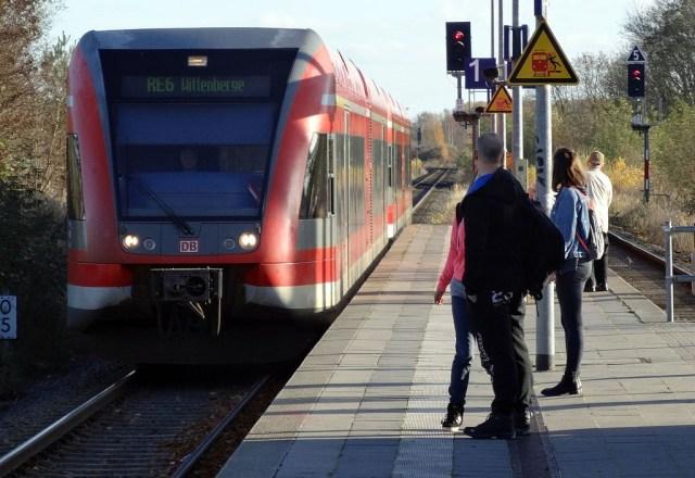 Ein Dieseltriebwagen des Prignitz Express auf der Linie RE 6. (Foto: © Southpark)