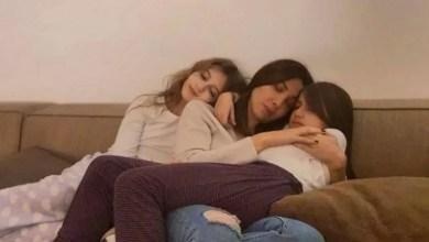 "Photo of لماذا تحتض نانسي عجرم ابنتيها وتقول: ""بروحنا نحميكن""؟"