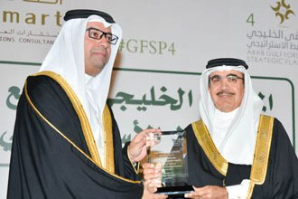 Information Minister points out importance of forums in Bahrain