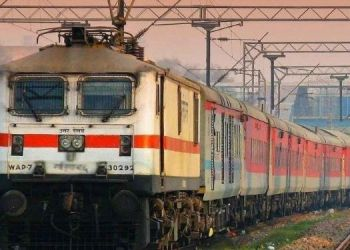 now-indian-railway-passengers-can-not-charge-mobile-phones-or-laptops-night-trains