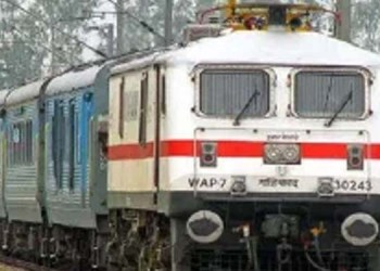 dial rail madad helpline number 139 to cater to all your queries
