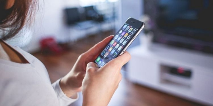 how-to-sanitize-your-mobile-phone-in-corona-virus-time-check-here-3-best-ways-of-smartphone-cleaning