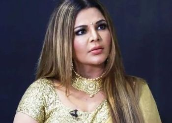 rakhi-sawant-who-was-sitting-in-the-street-and-crying-loudly-will-make-this-video-emotional
