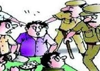shikrapur-police-raids-gambling-den-action-was-taken-against-15-persons-and-goods-worth-rs-17-85-lakh-including-cash-were-seized