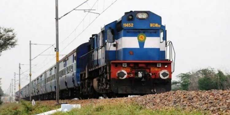 pune-news-passenger-death-due-throw-goa-express-drinked-personone-arrested