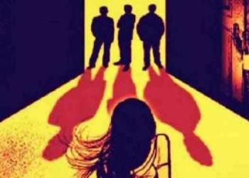 robbers enters corona infencted womans house middle night and do gangrape