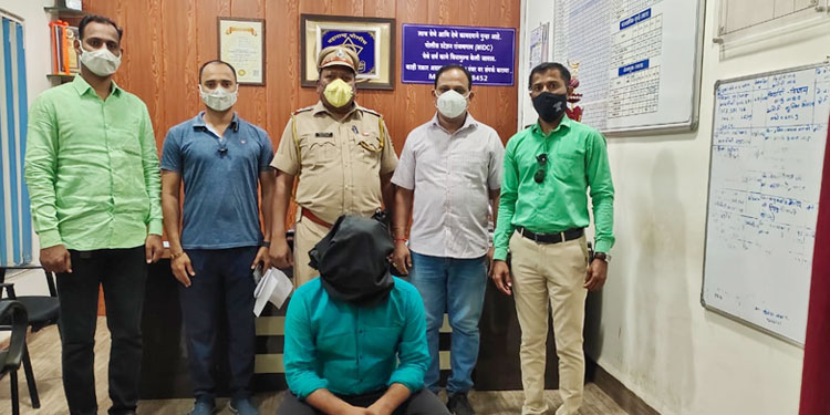 sand smuggler obstructing government work of shirur revenue officers finally arrested by lcb had been absconding for 7 months