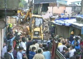 mumbai building collapse malad west new collector compound