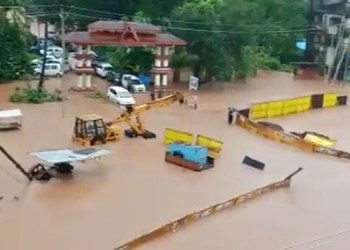 Chiplun Flood heavy rain cause havoc in chiplun many houses under water thousands people stranded