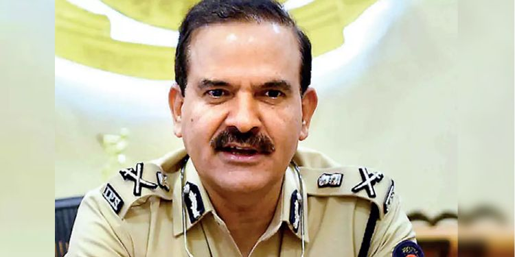 Extortion Case against IPS | extortion case registered against ips officer and dg home guard parambir singh