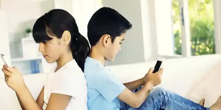 smartphone 59 percent children use smartphones for messaging only 10 percent for online learning finds ncpcr