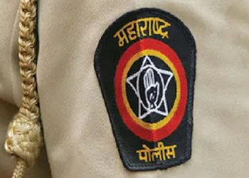 Maharashtra Police   Attempt to kill a police officer of solapur rural by hand furnace smuggler in barshi
