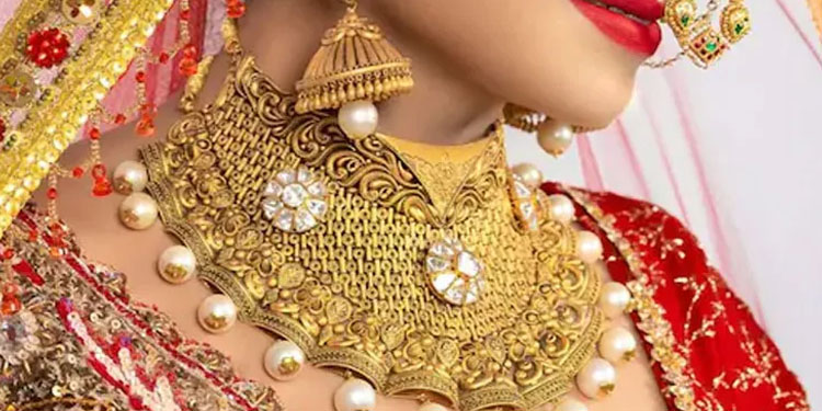 Gold Price Today gold price tumbles rs 100 silver price tanks rs 134 know the latest rate