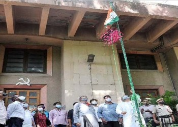 independence day 2021 left parties saying this freedom is false hoisted the tricolor in the party office for the first time