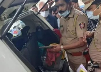 Dhananjay Munde country pistol was found in car of karuna sharma in parali