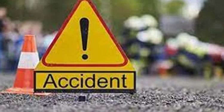Pune accident news two youth died in accident on karve nagar flyover