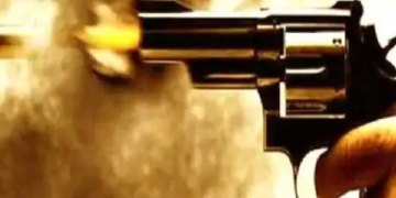 Pune Crime | Gang war erupts in Pune! All day long, two gangs firing on each other; The health of the three, including Santosh Jagtap of Appa Londhe Gang, is critical