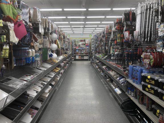 c8c865c6d7 As lojas carregam um estoque super variado, com produtos para decoração,  artesanato, higiene pessoal, limpeza, escritório, brinquedos, alimentos, ...