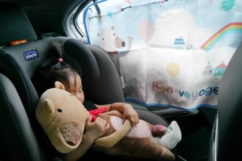 [育兒好物] 太陽紫外線out!韓國THE ZARI汽車遮陽簾+安全帶安撫娃娃