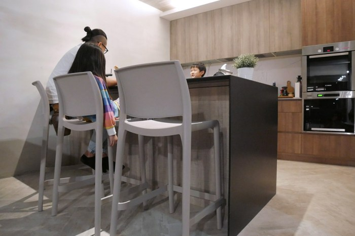 [家具] Lagoon把家人的心牽在一起,讓空間質感加分又好收納清潔的好用家具!(餐椅/中島椅/高腳椅/沙發)