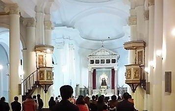 iglesia-regina-martyrum 2 pulpitos