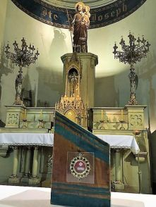 santa clara detalle altar con relicario