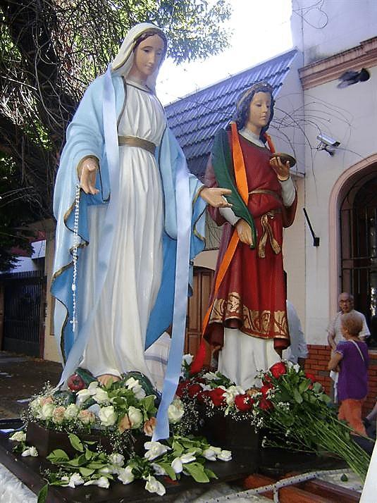 dos virgenes en procesion santa lucia