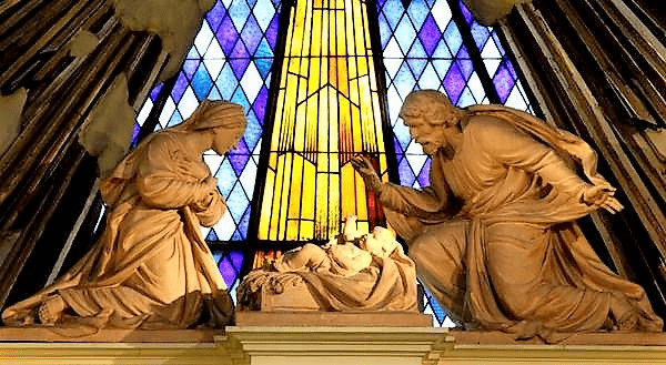 sagrada familia detalle altar