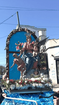 virgen de la cruz en procesión