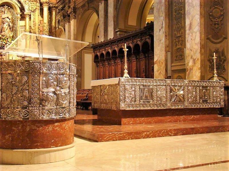 pulpito y altar catedral metropolitana