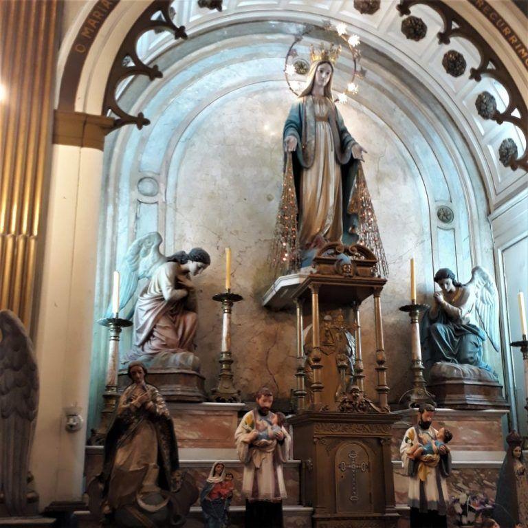 Altar Mayor Nuestra Señora de la Medalla Milagrosa Capilla Hospital Español