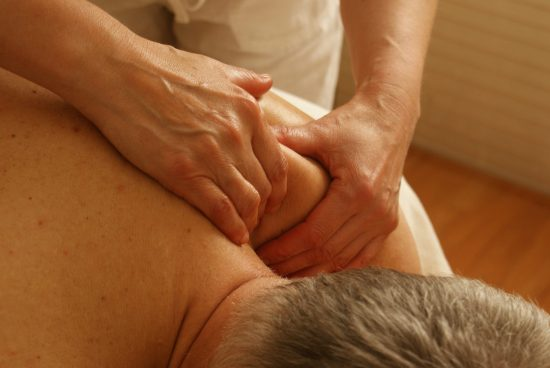 massage therapeutique, epaules, dos