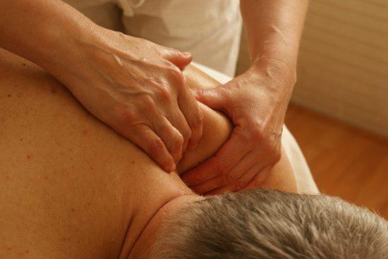 massage therapeutique, epaules, dos