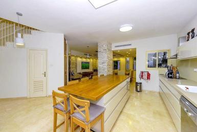 למכירה בית מדהים בשכונת הנחלים תל-מונד