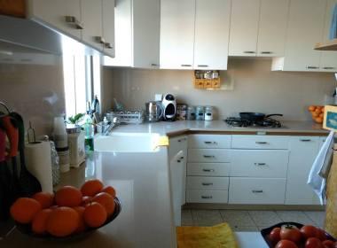 למכירה בקדימה דירת טריפלקס 5.5 חדרים מדהימה עם מרפסת גדולה