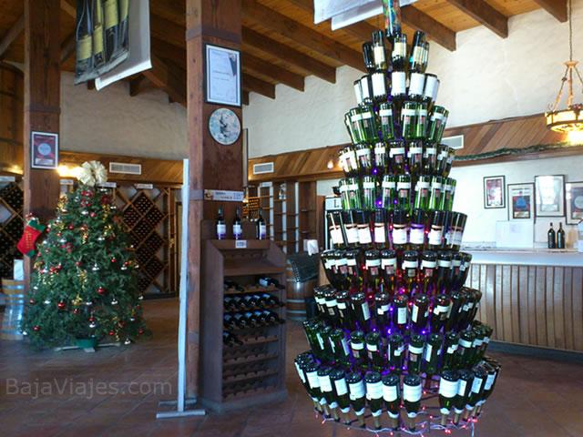 Arbolitos navideños en la Boutique de L. A. Cetto, en Valle de Guadalupe, Baja California