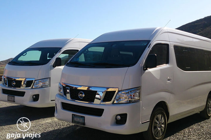 Vans Nissan Urvan, 13 pasajeros. Transporte turístico en Baja California.